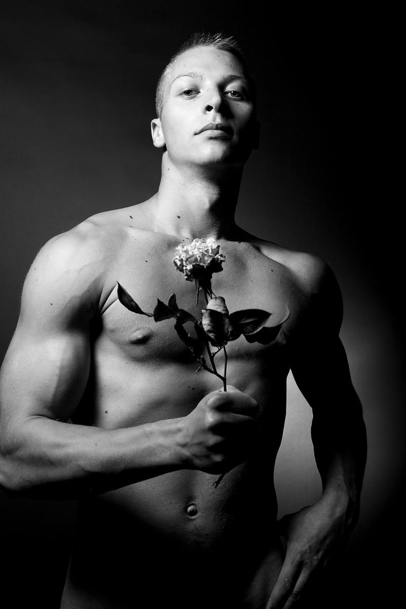 ALEXIS-REYNAUD-NUDES-men-and-flowers-04