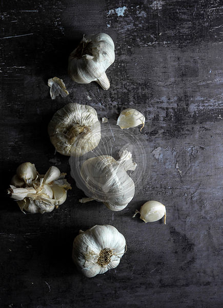 Sonia Bozzo Food Photorapher Garlic over Dark Background 2