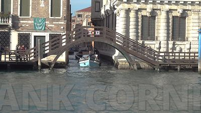 Venice_goods_deliveries_3_4k_F