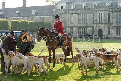 Huntsman Simon Hunter at the meet - Fitzwilliam Hunt Opening Meet