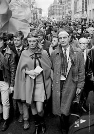 #70412,  Vanessa Redgrave (holding the letter to the US Ambassador) and other leaders, anti-Vietnam war demonstration march f...