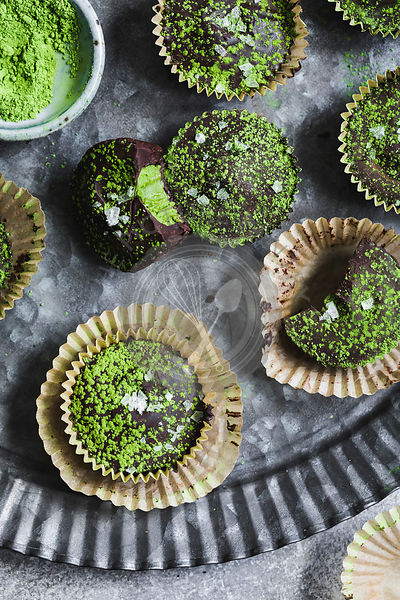 Matcha and chocolate cupcakes.