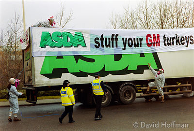 00121905-9 Protesters from the Snowball & the GenetiX anti GM food movement chain themselves to delivery trucks during a bloc...