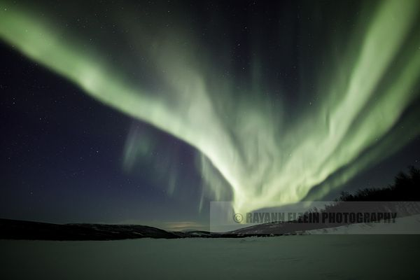 Strong green northern lights above the Teno River