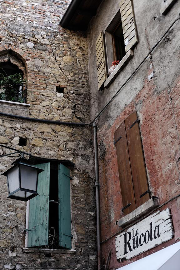 A hidden corner in Sirmione's old town.