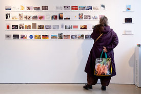 #125645, Woman with baggage viewing artworks at the 'Falling Walls' exhibition, part of the 'Berliner Zeitgeist' project at t...