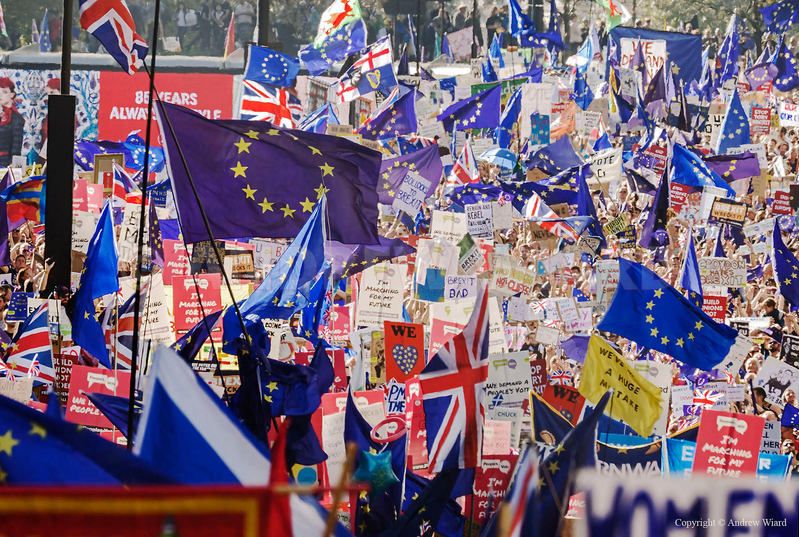 England, UK . 20.10.2018. London . People's Vote march hundreds of thousands calling for a referendum on the final Brexit deal.