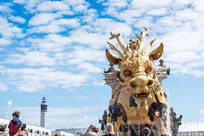 Le cheval dragon Long Ma sur la place d'Armes de Calais