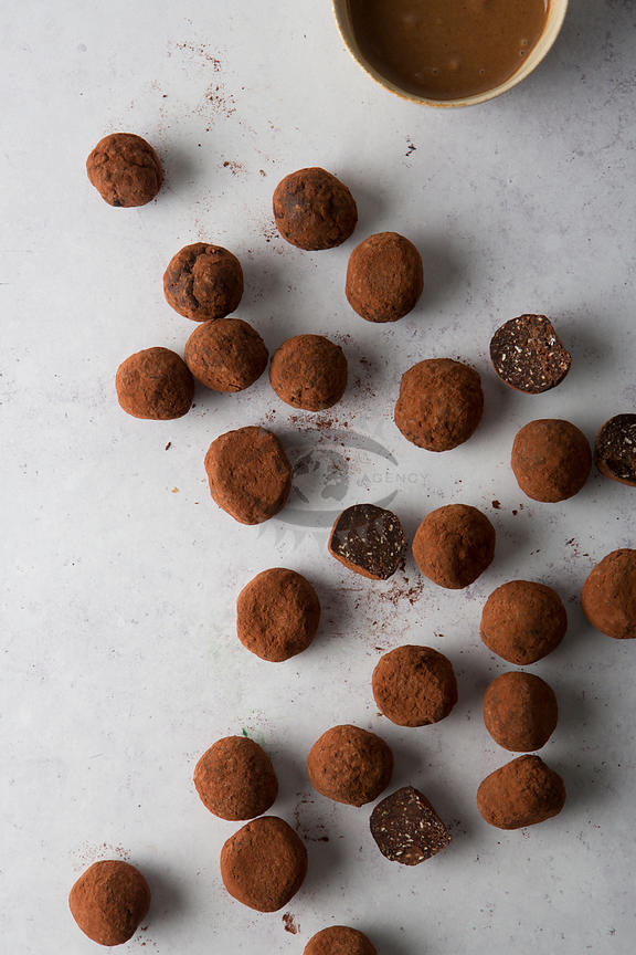 Raw Chocolate Snacks by Dammen