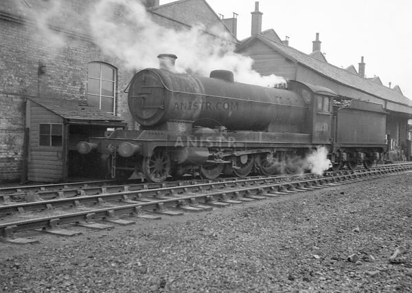 PHOTOS OF EX-LNER O4 CLASS 2-8-0 STEAM LOCOS