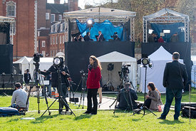 #124676  Media services set up their 'studios' on College Green opposite the Palace of Westminster.  Brexiteers (in favour of...