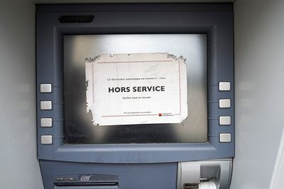 Distributeur de billet hors service, Cours Emile Zola, Villeurbanne, France / Ticket dispenser out of service, Cours Emile Zo...