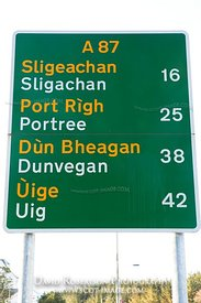 Image - Road sign in English and Gaelic, Skye, Scotland