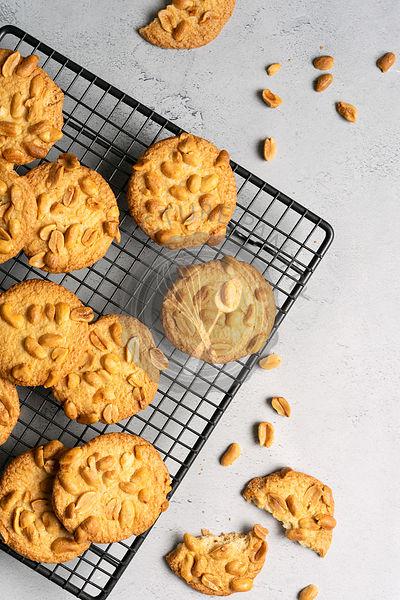 Crisp peanut cookies cooling on a wire rack.