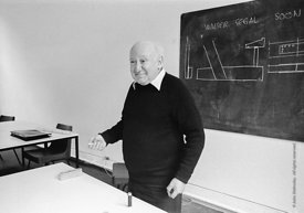 #77215  Walter Segal, architect, at the Architectural Association School of Architecture, London.  1975.  Segal is known for ...