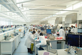 #027911  The Super Lab in the Science Centre, London Metropolitan University, where 280 students can each work independently