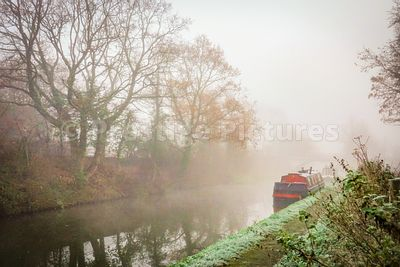 Misty autumn morning on the Grand Union canal