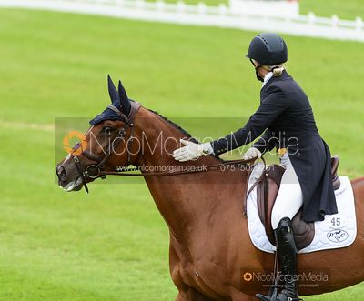 Elisabeth Halliday-Sharp and DENIRO Z - Dressage - Land Rover Burghley Horse Trials 2019