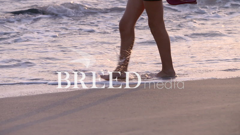 BMS001_015_HD_25fps_Woman_walking_along_beach_02