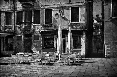 empty_cafe_txt_bw