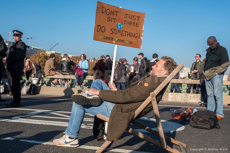 England, UK . 17.11.2018. London . Westminster Bridge. Extinction Rebellion blocking this and four other bridges crossing the...
