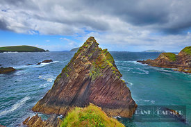 Ocean coast with cliffs - Europe, Ireland, Kerry, Dingle Peninsula, Dunquin, Dunquin Harbour - digital