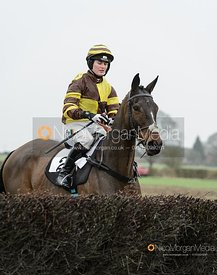 Gina Andrews and DUBAI QUEST - Race 5 - Restricted - The Midlands Area Club at Thorpe Lodge 26/1