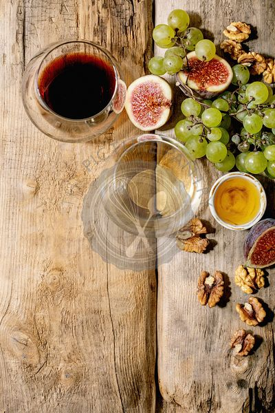 Wine with grapes and figs
