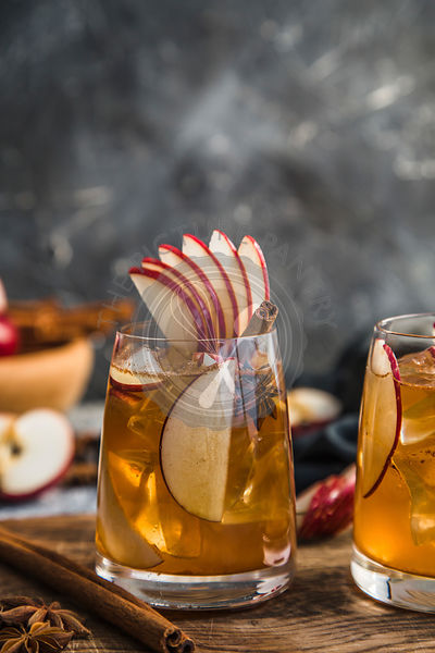 Apple spiced cider served on ice
