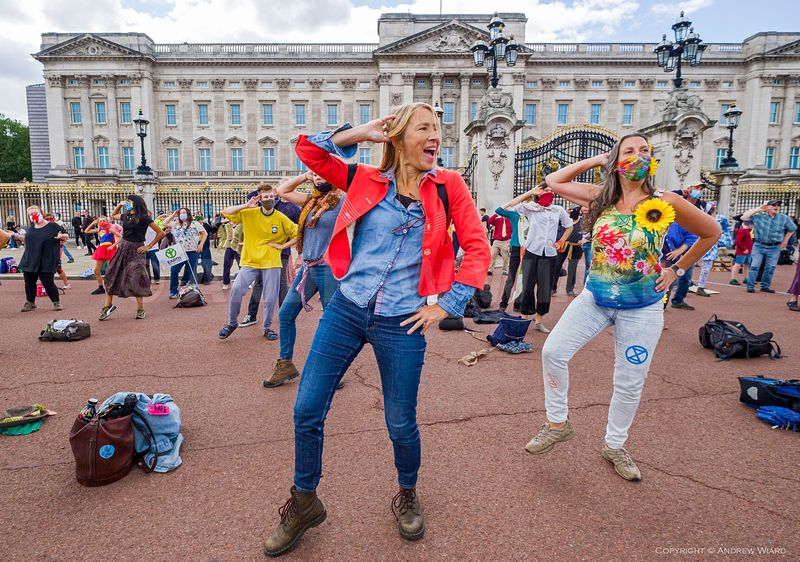 England, UK. 5.9.2020. London. Extinction Rebellion, 'DISCObedience' dance protest outside Buckingham Palace, during.10 days ...