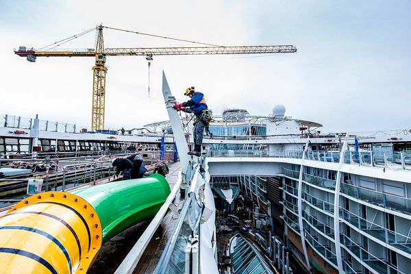 Construction du plus grand paquebot du monde 'Harmony of the Seas' de la compagnie Royal Carribean aux chantiers STX