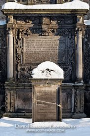Image - Tomb and gravestone in Greyfriars Kirk graveyard, Edinburgh