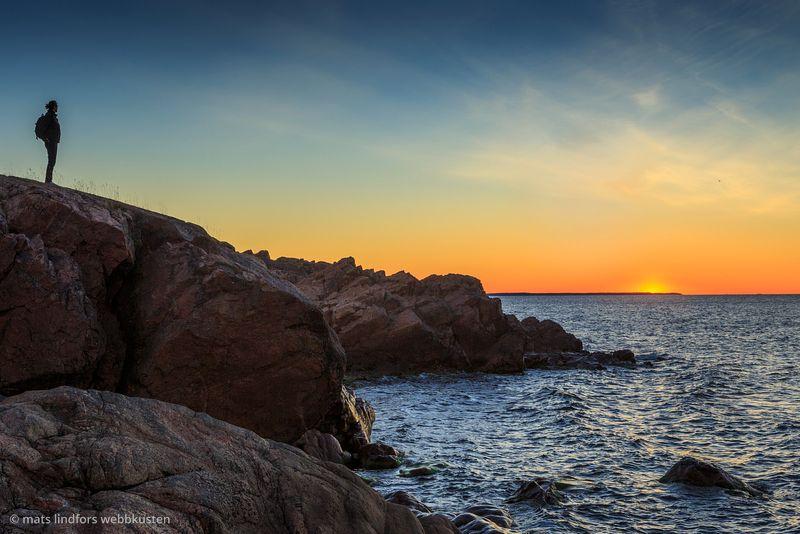 Människa på klippa vid havet