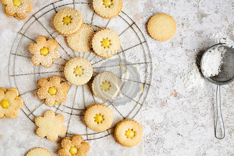 Linzer cookies horizontal