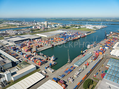 Port of Moerdijk, container terminal at the Central Portside (Centrale Insteekhaven) | 306182