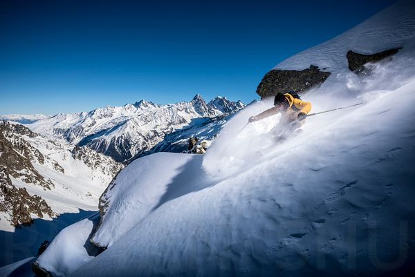 Powder turn in chamonix