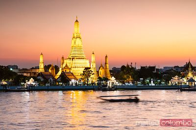 Awesome sunset at Wat Arun, Bangkok, Thailand