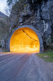 Tunnel routier de Fourvoirie au crépuscule, Saint-Laurent-Du-Pont, France / Fourvoirie road tunnel at dusk, Saint-Laurent-Du-...