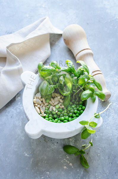 Pea, basil and pinenuts pesto
