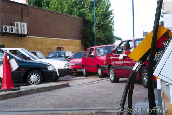 Queue outside last open petrol station in Tower Hamlets, London, 12 September 2000.