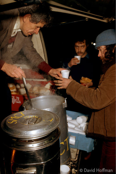 Homeless people receive soup, food and sandwiches from charity van run by St Mungo Community, Waterloo, London, UK. © David H...