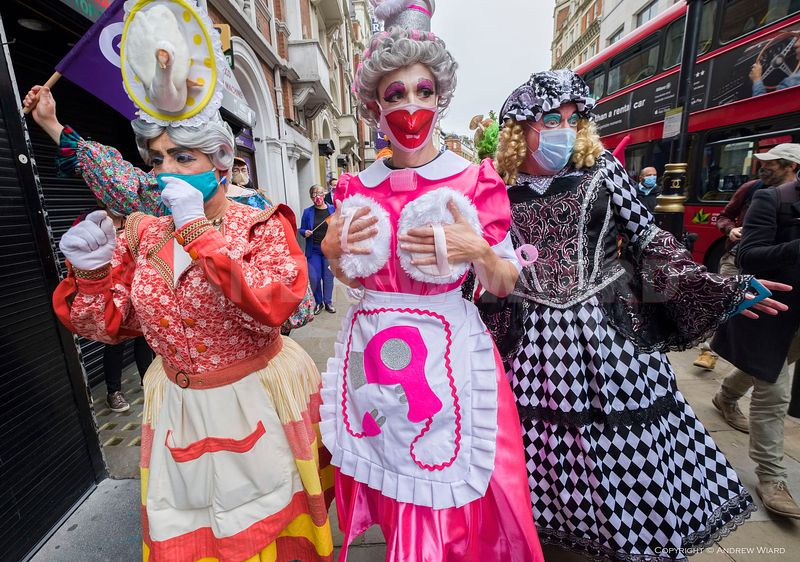 England, UK. 30.9.2020. London.  'Panto Parade' , Pantomime dames, creative workers and people excluded from government suppo...