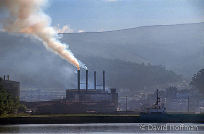 1.076/242 Metal refinery pours smoke, pollutants and heavy metal particles into the fishing port, Muros, Galicia, Spain 1992.