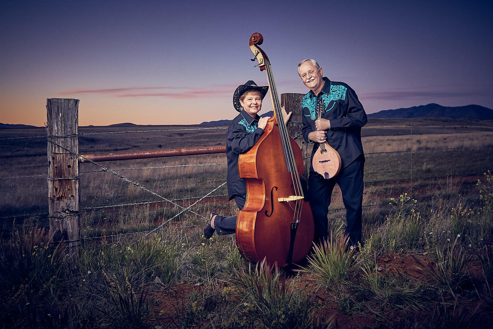 06-contrabass-and-mandolin-musicians-in-a-evocative-colorful-sunset-field-which-conveys-a-feeling-of-depth-and-intrigue