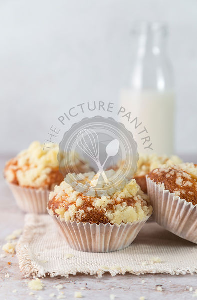 Soft yoghurt muffins with vanilla crumble