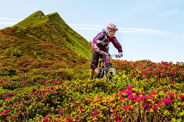 Cycling down the flowers ridge with Tristan Ambid