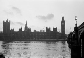 #124459,  The Houses of Parliament by the river Thames, London, 1973.