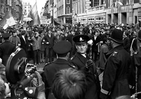 #70442  The stand off before the protesters charged the police lines at the entrance to Grosvenor Square.   Anti-Vietnam war ...