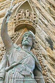 Image - Statue of William Wallace on the National Wallace Monument, City of Stirling, Scotland.