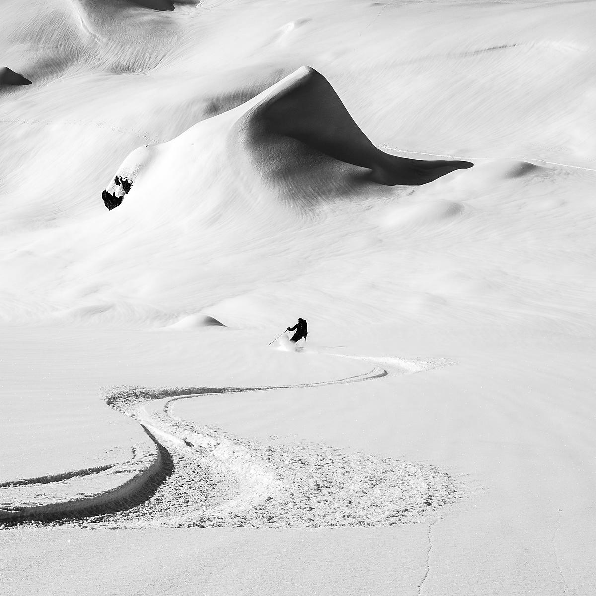 photo montagne noir et blanc -   photo montagne neige - photo skieur alpin